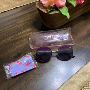 🌈 NWOT Quay Farrah gold/rainbow sunglasses